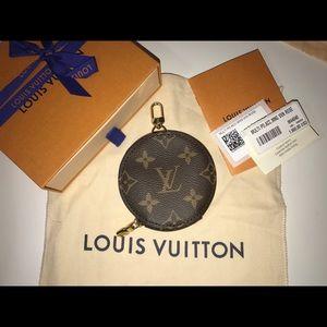 Authentic Louis Vuitton round zip pochette AirPod